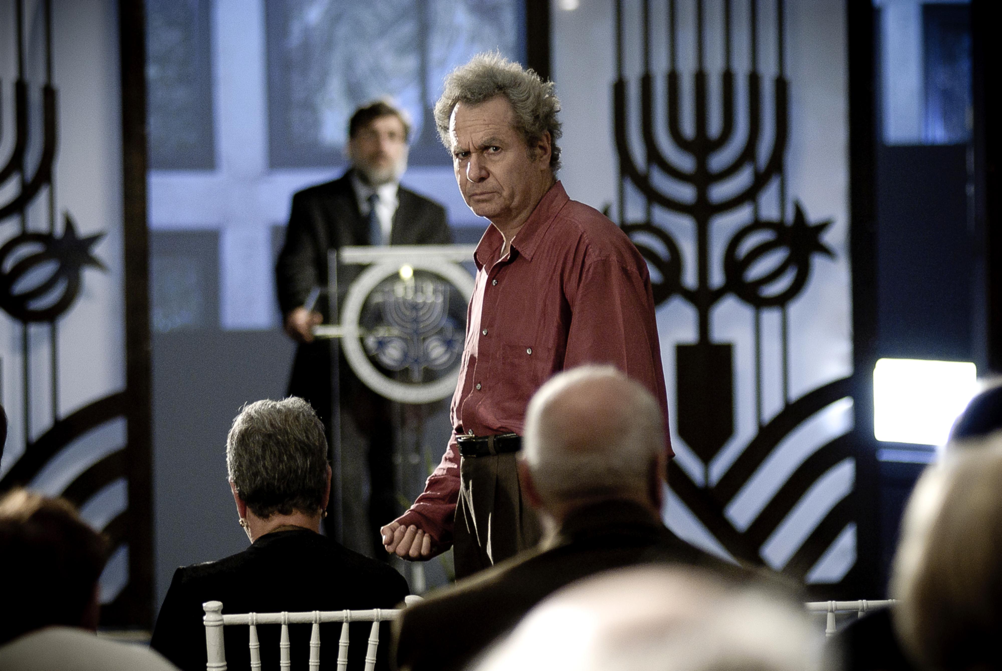 """Shlomo Bar Aba (foreground), Lior Ashkenazi (background) in """"Footnote"""""""