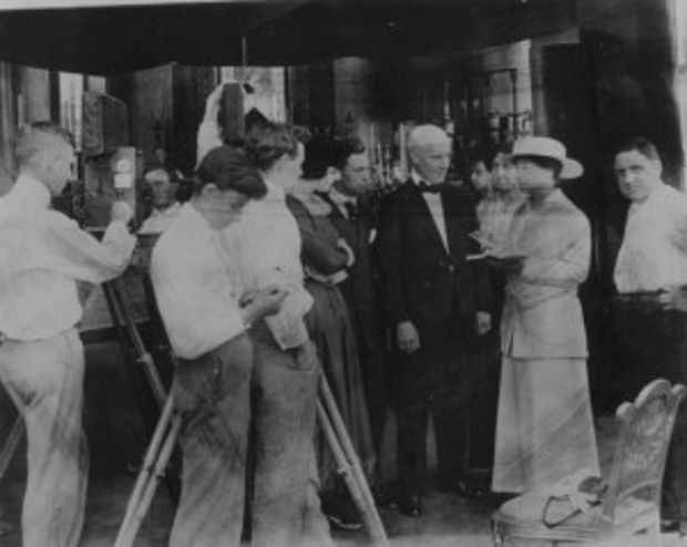 Alice Guy-Blaché on the set of  My Madonna  (Solax, 1915).