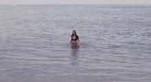 Hot Beach Babe Aims to Please